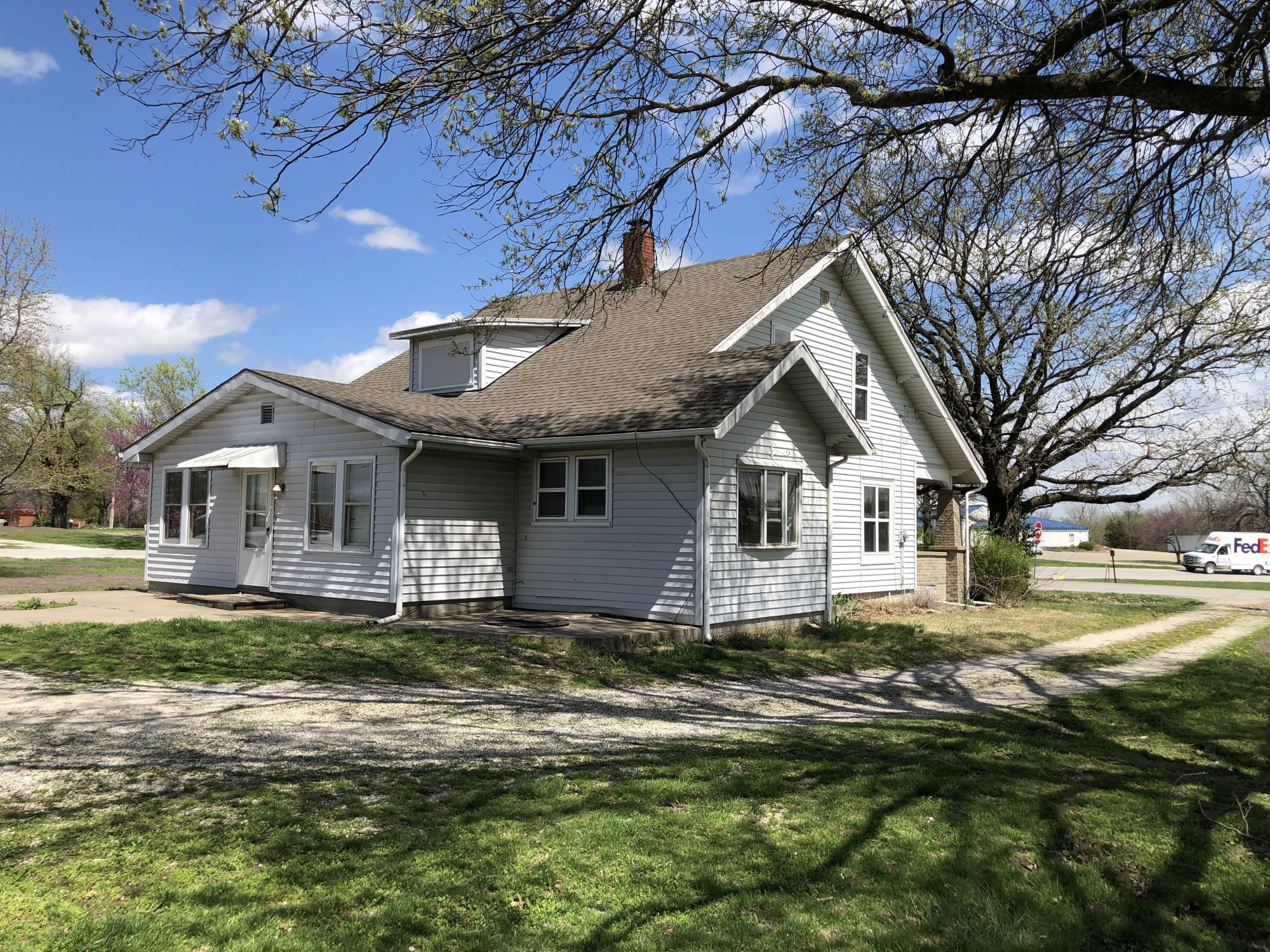 Large 3 Bedroom Home Garden City Mo West Central Auction Company