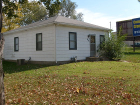 Leavenworth Kansas Real Estate Auction - 2717 S 4th St. featured photo 1