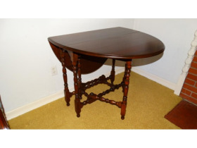 Online Estate Auction With Furniture, Collectibles, Glass & More At 1109 W. Stewart Rd., Columbia, MO featured photo 12