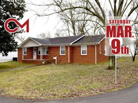 ESTATE AUCTION featuring 3 BR Super Clean Brick Ranch Home in Murfreesboro featured photo 1