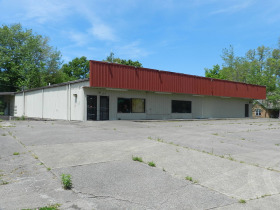 Store Building, Metal Building & 2.42 acres in Tracts - Absolute Live Auction featured photo 1