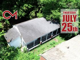 """ONLINE AUCTION featuring """"Handyman Special"""" Incredible Opportunity! 1 Bedroom, 1 Bath Home in Nashville featured photo 1"""