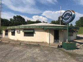 Roundhouse Restaurant in Caruthersville, MO Selling as Going Business featured photo 1