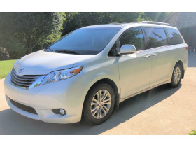 2017 Toyota Sienna Limited XLE with 21K miles