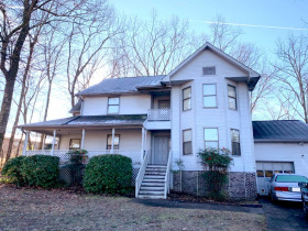 """AUCTION: 3 BR, 2.5 BA """"Handyman Special"""" in East Brainerd Area of Chattanooga - Cul-de-sac Treed Lot featured photo 4"""