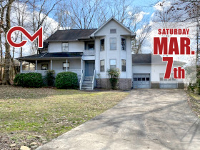 """AUCTION: 3 BR, 2.5 BA """"Handyman Special"""" in East Brainerd Area of Chattanooga - Cul-de-sac Treed Lot featured photo 2"""