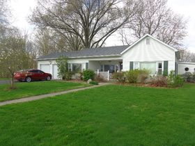 1323 East Wantland Dr. Taylorville, IL featured photo 2