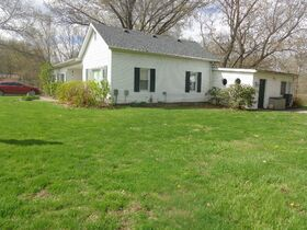 1323 East Wantland Dr. Taylorville, IL featured photo 3
