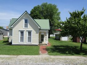 2-STORY 4 BEDROOM HOME • GARAGE • NICE LOT - Online Bidding Only Ends Thursday July 23rd, 2020 @ 3 PM CDT featured photo 2