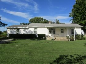 1.53 ACRES • HOME • GARAGE • SOLD IN 2 PARCELS - ONLINE BIDDING ENDS Thursday, Sept. 24th @ 3:00 PM CDT featured photo 1