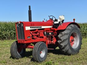 Steve and Patricia Flies Collector Tractor Auction featured photo 6