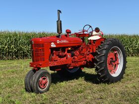 Steve and Patricia Flies Collector Tractor Auction featured photo 7