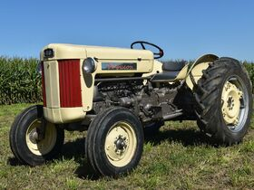 Steve and Patricia Flies Collector Tractor Auction featured photo 8