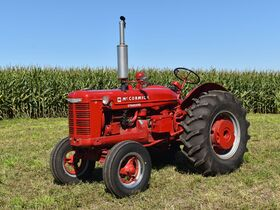 Steve and Patricia Flies Collector Tractor Auction featured photo 9