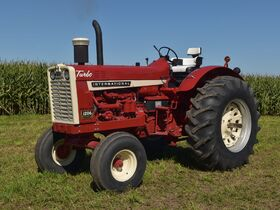 Steve and Patricia Flies Collector Tractor Auction featured photo 10