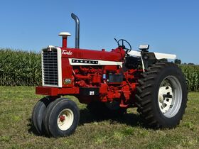 Steve and Patricia Flies Collector Tractor Auction featured photo 11