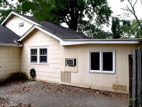 ONLINE ESTATE AUCTION Selling Absolute featuring Single Family 3 BR, 2 BA Home at 1019 E. Bell St featured photo 9