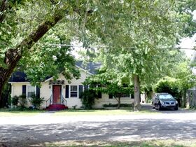 ONLINE ESTATE AUCTION Selling Absolute featuring Single Family 3 BR, 2 BA Home at 1019 E. Bell St featured photo 4