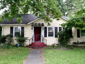 ONLINE ESTATE AUCTION Selling Absolute featuring Single Family 3 BR, 2 BA Home at 1019 E. Bell St featured photo 2