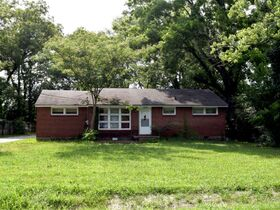 ONLINE ESTATE AUCTION Selling Absolute featuring 3 BR, 1 BA Brick Home at 1022 Olympia Pl featured photo 4