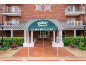 Beautiful 2 Bedroom, 2 Bathroom Condo w/ Incredible River View   Evansville, Indiana featured photo 7