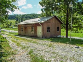 Ranch Style 4 Bedroom Home & 4.44 Acres featured photo 9