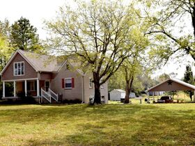 AUCTION: 3 BR, 3.5 BA Home on 2.59+/- Acres in Rutherford County with Bonus Room, Basement, Pool and Large Shed - Easy Access to 840 & Lake featured photo 3
