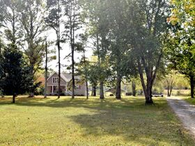 AUCTION: 3 BR, 3.5 BA Home on 2.59+/- Acres in Rutherford County with Bonus Room, Basement, Pool and Large Shed - Easy Access to 840 & Lake featured photo 4