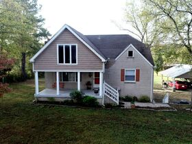 AUCTION: 3 BR, 3.5 BA Home on 2.59+/- Acres in Rutherford County with Bonus Room, Basement, Pool and Large Shed - Easy Access to 840 & Lake featured photo 5