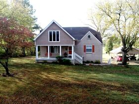 AUCTION: 3 BR, 3.5 BA Home on 2.59+/- Acres in Rutherford County with Bonus Room, Basement, Pool and Large Shed - Easy Access to 840 & Lake featured photo 6