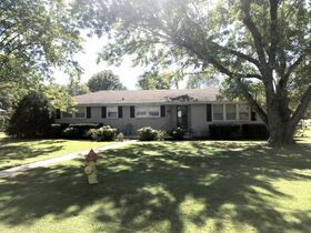 AUCTION: Rare Opportunity to Own Mid-Century Ranch Home in Middle Tennessee featured photo 8