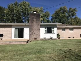 AUCTION: Rare Opportunity to Own Mid-Century Ranch Home in Middle Tennessee featured photo 10