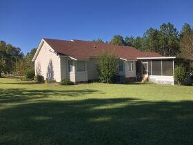 Beautiful Country Home   3 Bed, 2½ Bath With Bonus Room featured photo 9