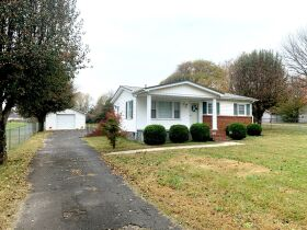ESTATE AUCTION featuring 5 Room Home on 1+/- Acre in Incredible Location! featured photo 4