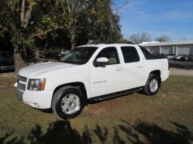 Chevrolet Avalanche with 4WD! featured photo 1