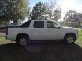 Chevrolet Avalanche with 4WD! featured photo 6