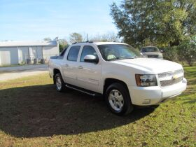 Chevrolet Avalanche with 4WD! featured photo 7