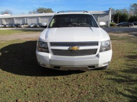 Chevrolet Avalanche with 4WD! featured photo 8