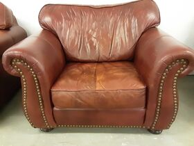 DOWNSIZING & MOVING AUCTION: LEATHER FURNITURE   NFR & COLLECTIBLE BELT BUCKLES   HOME DECOR   LAWNMOWER featured photo 4