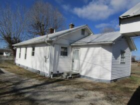 2 BEDROOM HOME - GARAGE - LOTS - Selling in 2 Parcels - Online Bidding Ends THUR, MARCH 4 @ 4:00 PM CST featured photo 3