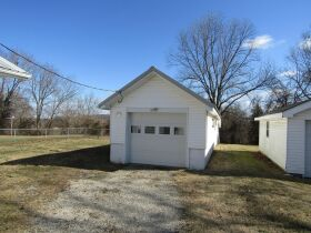 2 BEDROOM HOME - GARAGE - LOTS - Selling in 2 Parcels - Online Bidding Ends THUR, MARCH 4 @ 4:00 PM CST featured photo 4