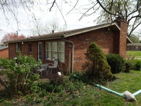 BRICK HOME - 3 BEDROOMS - 3 BATHROOMS - BASEMENT - Online Bidding Only - Ends TUE, MAY 4 @ 4:00 PM EDT featured photo 6