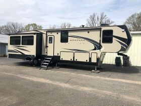 5th Wheel Camper, Motor Homes, Clean Room, Car and Truck Auction featured photo 1