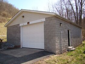 Three Bedroom Home with Big Shop Near Stonewall Jackson Lake featured photo 4