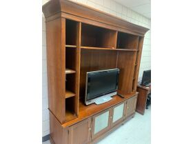 May Consignment Auction - Jewelry, Furniture, Collectibles, & Misc. - Online Auction - Evansville, IN featured photo 7