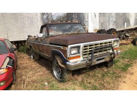 Estate Auction:  Tractors, Vintage Vehicles, Trailers, Tools & More featured photo 10