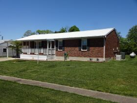 BRICK HOME with 3 BEDROOMS / 2 BATHS - Online Bidding Only Ends TUE, JUNE 15 @ 4:00 PM EDT featured photo 3