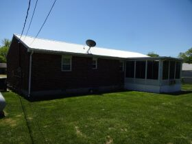 BRICK HOME with 3 BEDROOMS / 2 BATHS - Online Bidding Only Ends TUE, JUNE 15 @ 4:00 PM EDT featured photo 7