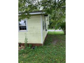 "AUCTION CANCELED - ONLINE AUCTION featuring ""Handyman Special"" 4 Room Home featured photo 6"