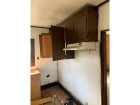 "AUCTION CANCELED - ONLINE AUCTION featuring ""Handyman Special"" 4 Room Home featured photo 8"